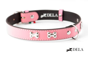 collare in pelle rosa con borchie osso